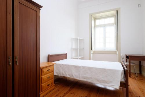 Welcoming single bedroom close to Faculdade De Economia  - Gallery -  3