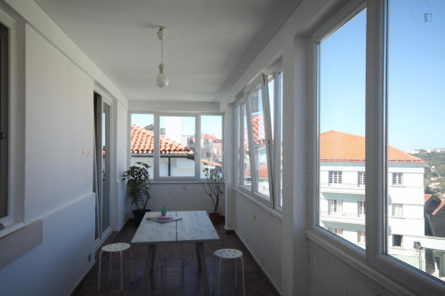 Wide single bedroom, with balcony, in 7-bedroom apartment  - Gallery -  2