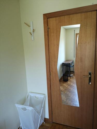 Single bedroom in a 5-bedroom apartment near Jardim Fernando Pessa