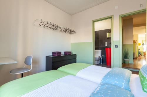 Neat Double bedroom next to Jardim de Santa Bárbara