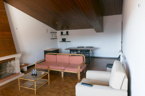Welcoming single bedroom in Santo António dos Olivais  - Gallery -  9