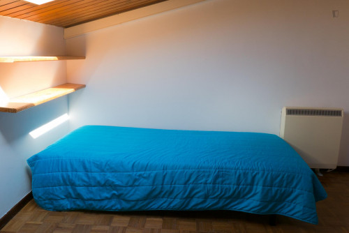 Welcoming single bedroom in Santo António dos Olivais  - Gallery -  3