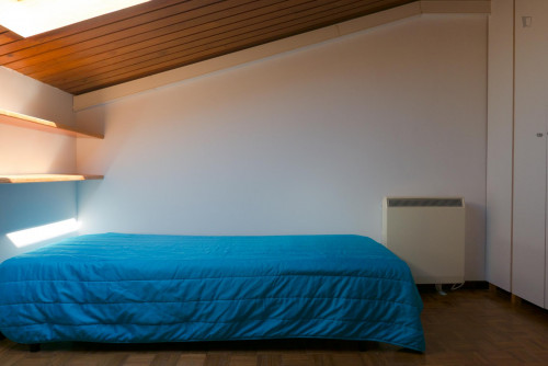 Welcoming single bedroom in Santo António dos Olivais  - Gallery -  4