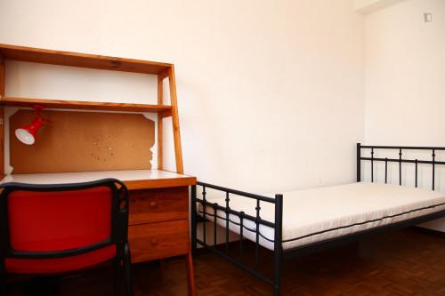 Cool single bedroom not too far from Faculdade De Economia Da Universidade De Coimbra