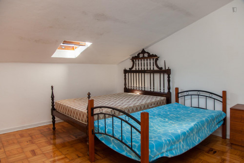 Well-lit twin bedroom in Arregaça  - Gallery -  1