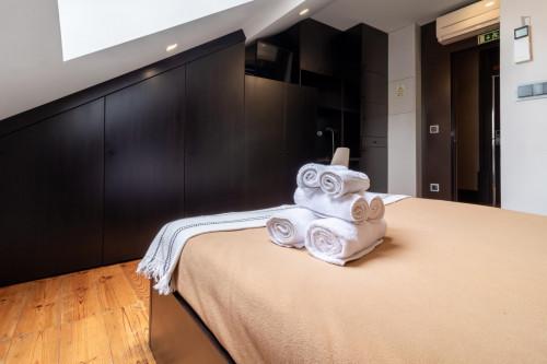 Vibrant double bedroom ensuite close to Faculdade de Economia da Universidade de Coimbra  - Gallery -  3