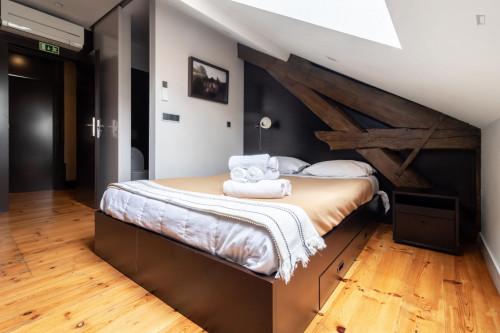 Vibrant double bedroom ensuite close to Faculdade de Economia da Universidade de Coimbra  - Gallery -  1