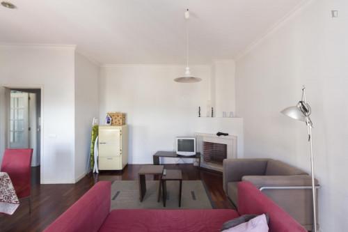 Welcoming single bedroom near Parque de Santa Cruz  - Gallery -  3