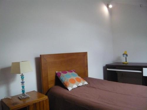 Welcoming single bedroom near Parque de Santa Cruz  - Gallery -  1