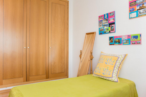 Welcoming single bedroom close to the centre of the city  - Gallery -  4