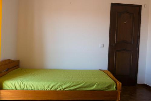 Cosy single bedroom in Santo António dos Olivais