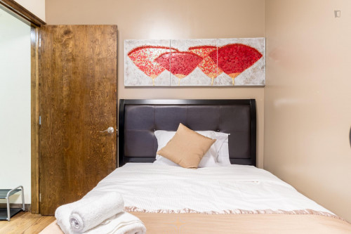 Trendy Double Bed in 2-Bedroom Apartment Close to Subway  - Gallery -  2