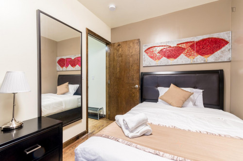 Trendy Double Bed in 2-Bedroom Apartment Close to Subway  - Gallery -  1
