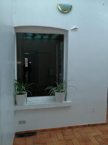 Vintage single bedroom in a residence near Lefrancq tram stop  - Gallery -  2