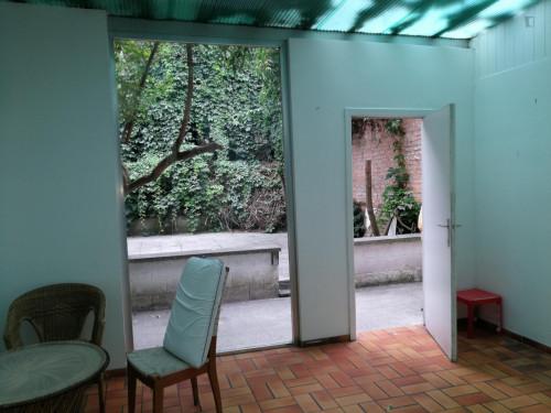 Vintage single bedroom in a residence near Lefrancq tram stop  - Gallery -  9