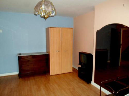 Vintage single bedroom in a residence near Lefrancq tram stop  - Gallery -  4