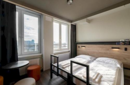 Bright twin bedroom in a residence near Szpital Wolski 06 tram stop
