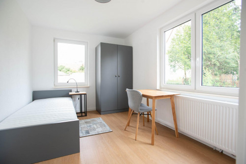 Wonderful single-bedroom in a shared flat in Stuttgart Mühlhausen, near Hofen subway station  - Gallery -  1
