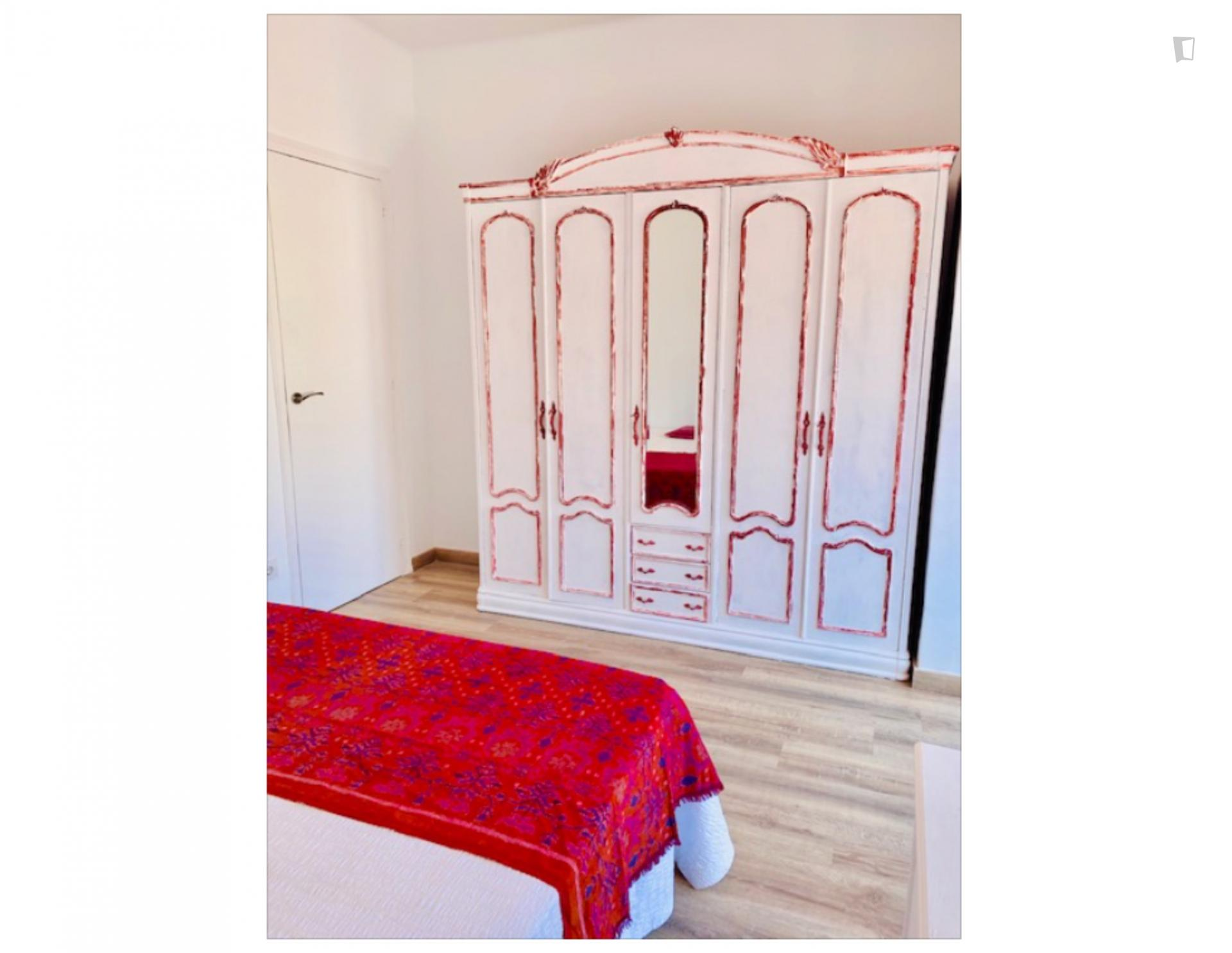 Spacious bright 3-bedroom apartment in Barcelona ...
