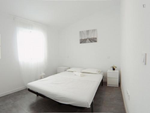 Sublime double bedroom in residential Puerta del Ángel Room 4  - Gallery -  2