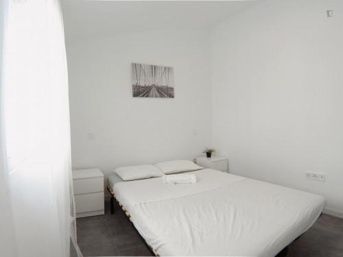 Sublime double bedroom in residential Puerta del Ángel Room 4  - Gallery -  3