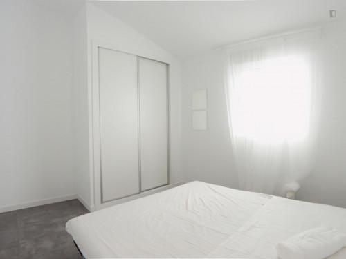 Sublime double bedroom in residential Puerta del Ángel Room 4  - Gallery -  1