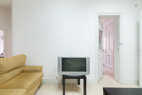 Warm double bedroom in Madrid's centre, near Opera metro station  - Gallery -  6
