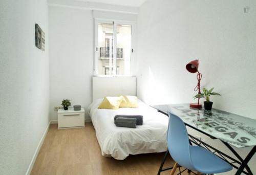 Welcoming single bedroom in large flat, near Universidad Nebrija  - Gallery -  1