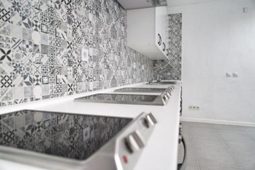 Welcoming single bedroom in large flat, near Universidad Nebrija  - Gallery -  7