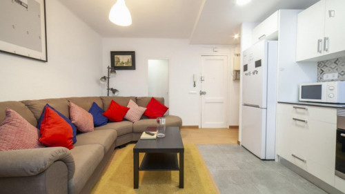 Welcoming single bedroom near the Santa Eulàlia metro  - Gallery -  6