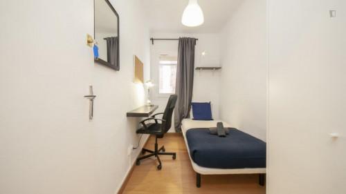 Welcoming single bedroom near the Santa Eulàlia metro  - Gallery -  1