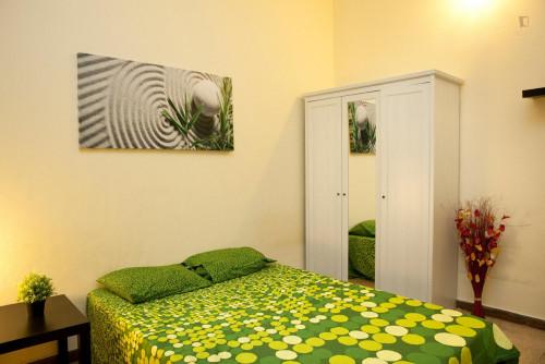 Student-friendly double bedroom in La Nova Esquerra de l'Eixample  - Gallery -  3