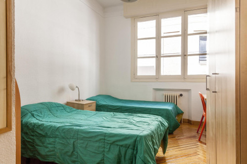Twin bedroom in the south of Malasaña  - Gallery -  2