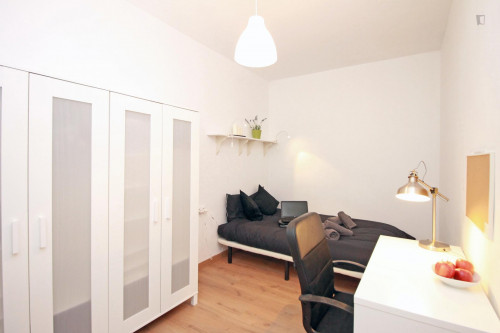 Tasteful double bedroom near Parc de l'Estació del Nord  - Gallery -  1
