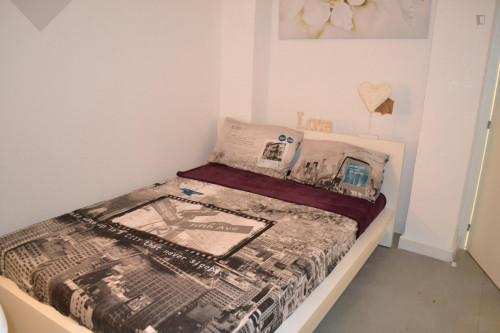 Super cool double bedroom in a 6-bedroom student flat, near Palos de la Frontera metro station  - Gallery -  3