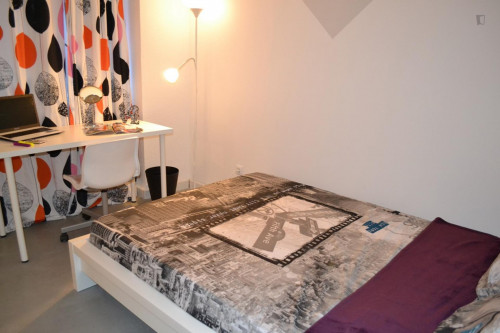 Super cool double bedroom in a 6-bedroom student flat, near Palos de la Frontera metro station  - Gallery -  1
