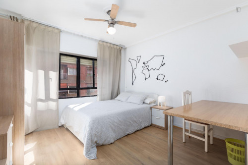 Sunny bedroom with double bed in a residential neighborhood  - Gallery -  1