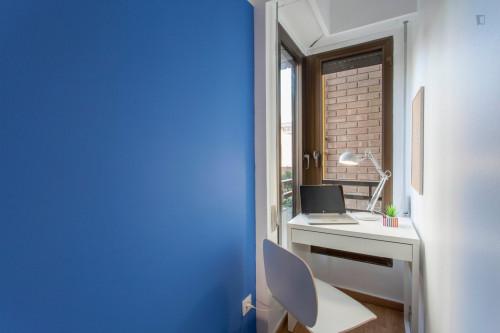 Wonderful double ensuite bedroom in a 5-bedroom apartment near Aragón metro station  - Gallery -  3