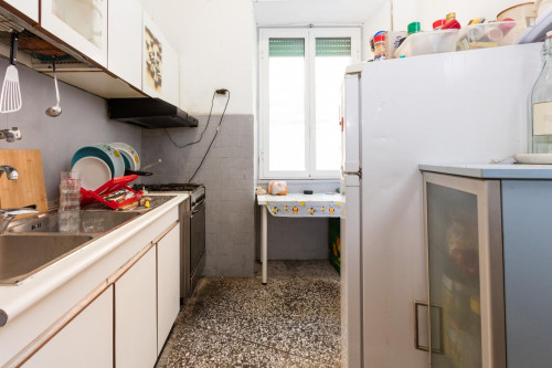 Well-lit single bedroom in Ostiense  - Gallery -  7