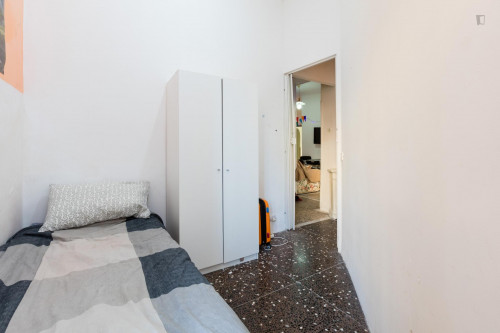 Well-lit single bedroom in Ostiense  - Gallery -  2