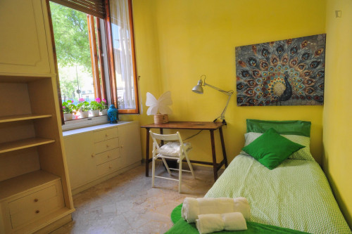 Bright single bedroom not too far from Syracuse University in Florence
