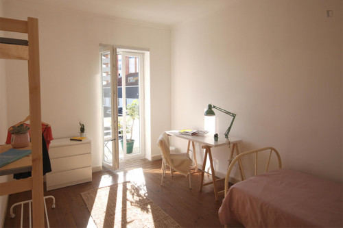 Wide and bright single bedroom with private balcony in Coimbra  - Gallery -  1