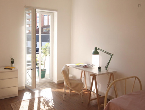 Wide and bright single bedroom with private balcony in Coimbra  - Gallery -  2