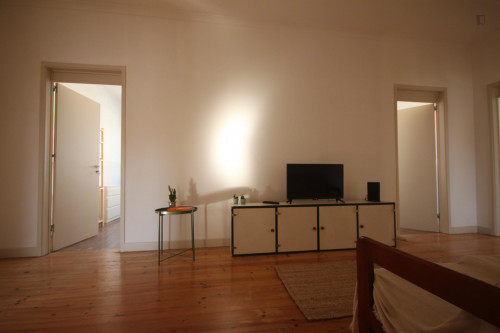 Wide and bright single bedroom with private balcony in Coimbra  - Gallery -  5