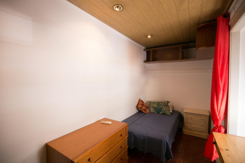 Welcoming single bedroom in a large student flat  - Gallery -  3