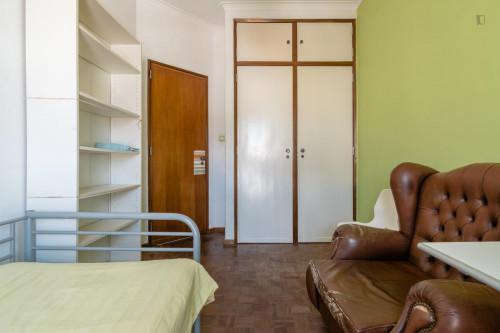 Well-equipped single room close to Universidade Lusíada de Belém  - Gallery -  7