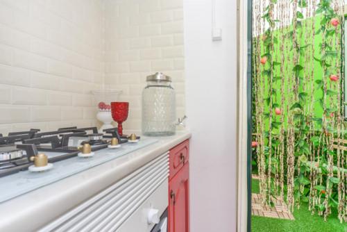 Welcoming single bedroom, with balcony, near subway Alameda  - Gallery -  3