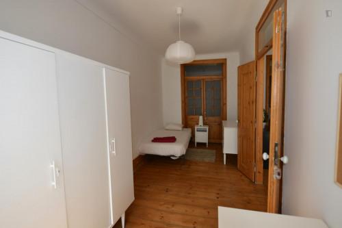 Very nice single bedroom in Santa Apolónia  - Gallery -  1