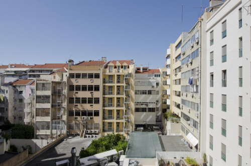 Twin bedroom in 6-bedroom flat close to metro station near Saldanha  - Gallery -  3