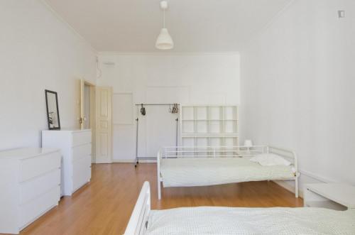 Twin bedroom in 6-bedroom flat close to metro station near Saldanha  - Gallery -  2
